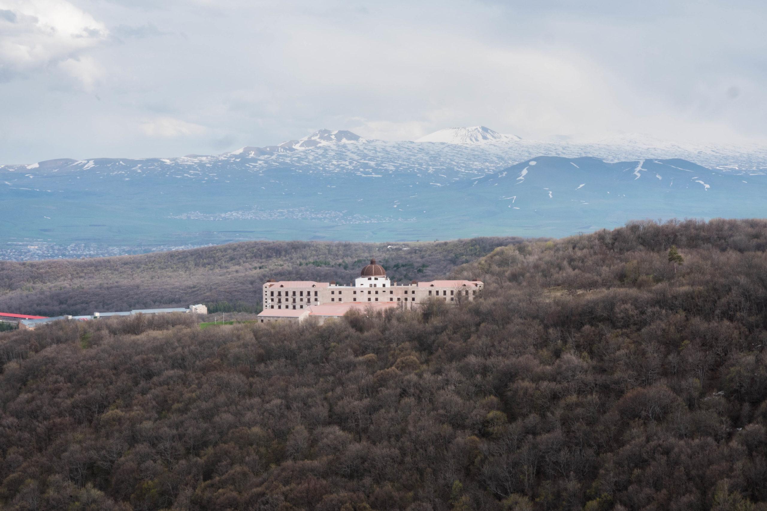 Der Letzte Oligarch Reporterreisen Armenien Der Zeitenspiegel Reportageschule Der Volkshochschule Reutlingen
